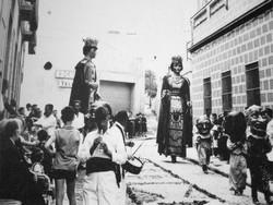 El flabiolaire acompanyant als gegants a la dècada dels anys 60