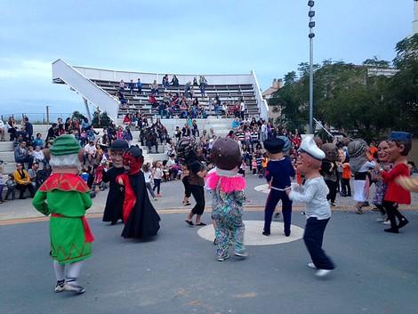 El ball final de la Trobada de Capgrossos de Premià de Mar.