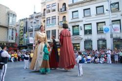 En Jeroni, la Badamar, la Dimonieta i el Follet ballant a la plaça de la Vila durant la Tanda de Lluïment de l'any passat.
